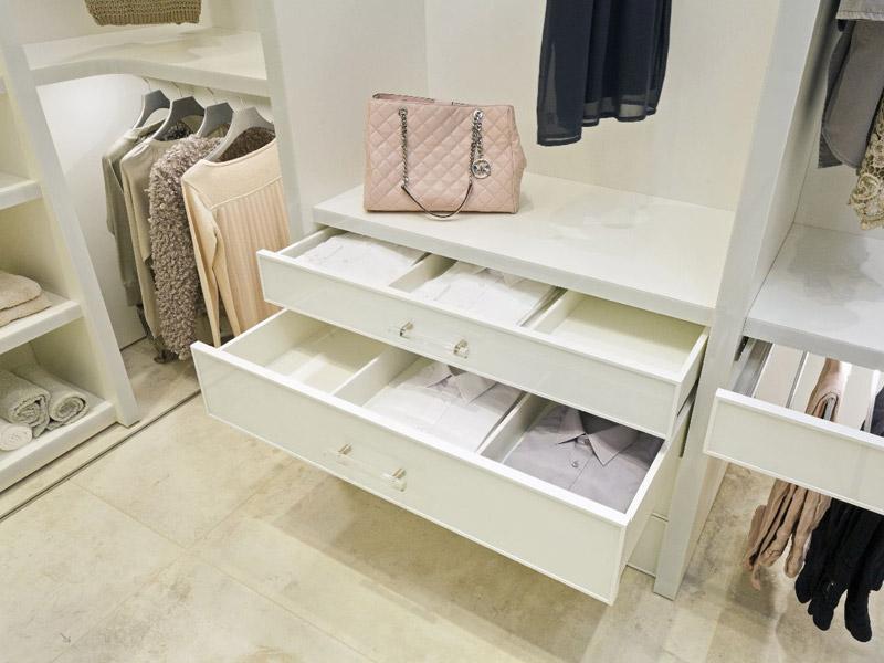 Begehbarer Kleiderschrank weiß luxuriös mit Innensystem Grande von CABINET
