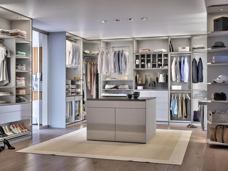 Begehbarer Kleiderschrank grau modern mit Innensystem Interior von CABINET