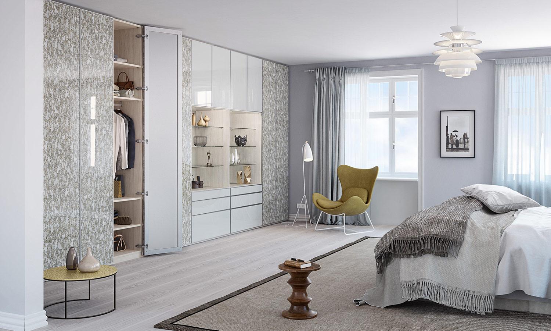 Maßgefertigter Schrank mit Drehtüren für das Schlafzimmer